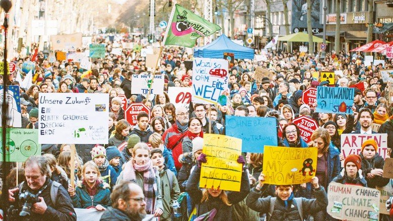 Demonstrieren für mehr Klimaschutz: 12.000 meist junge Leute Ende November in Köln.