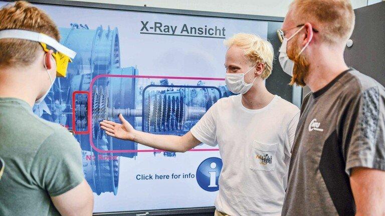 Digitalisierung wird immer wichtiger: Jonas Thies (links), Gregor Schmidt und Jan Erik Warnecke (vorn) bilden ein Team.