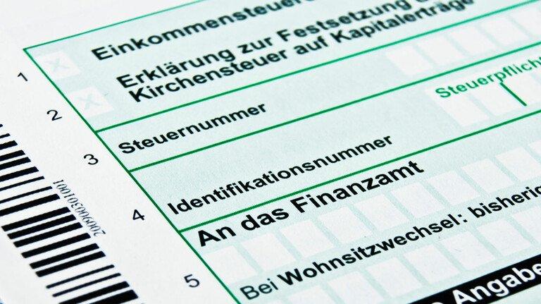 Formular für die Steuererkklärung: Auch Tote können noch steuerpflichtig sein. Für die Abgabe der Erklärung haben dann die Erben zu sorgen.