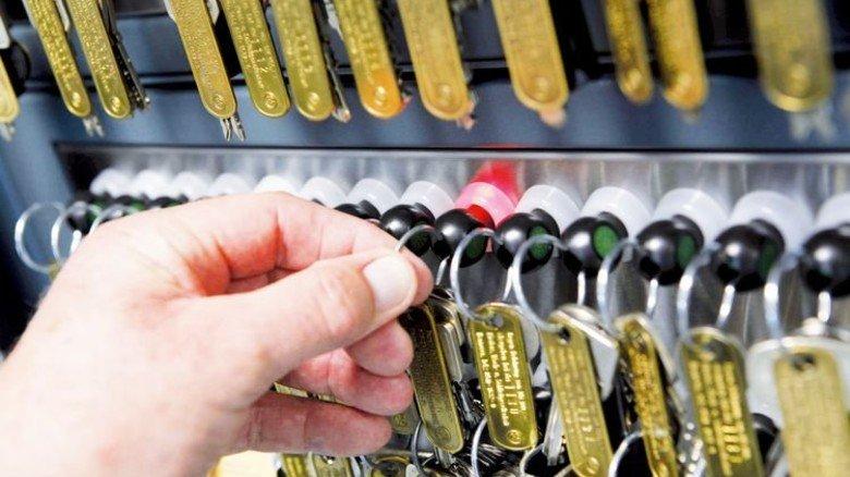 Hinter Stahltüren: Nur wer die Legitimation hat, darf hier einen Schlüssel entnehmen. Foto: Behrens