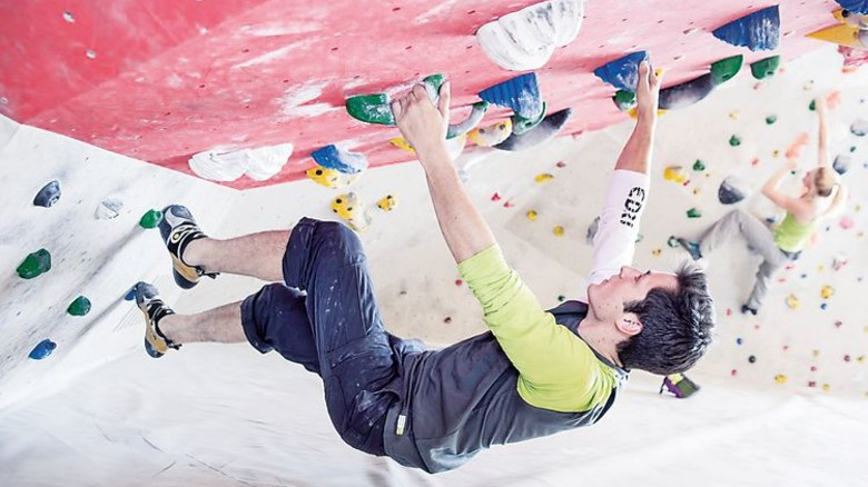 Bouldern: Klettern ohne Seil an niedrigen Wänden. Foto: DAV/Heckmair