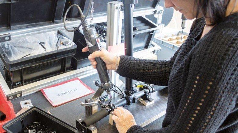 Angepackt: Das neue Produkt sichert Jobs von langjährigen Mitarbeitern. Foto: Metz