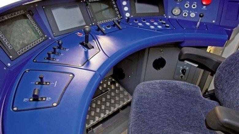 Moderner Triebwagen: Hier hat der Zugführer alles im Blick bei der Fahrt mit bis zu 160 km/h. Foto: Werk