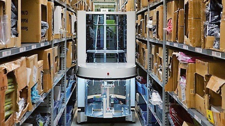 Erspart Laufwege: Roboter bringen Ware zu den Mitarbeitern. Foto: Arvato