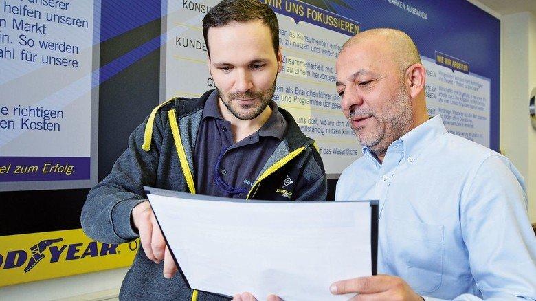 Austausch auf Englisch: Mitarbeiter Daniel Härtel und sein Chef Aykut Gidergi.