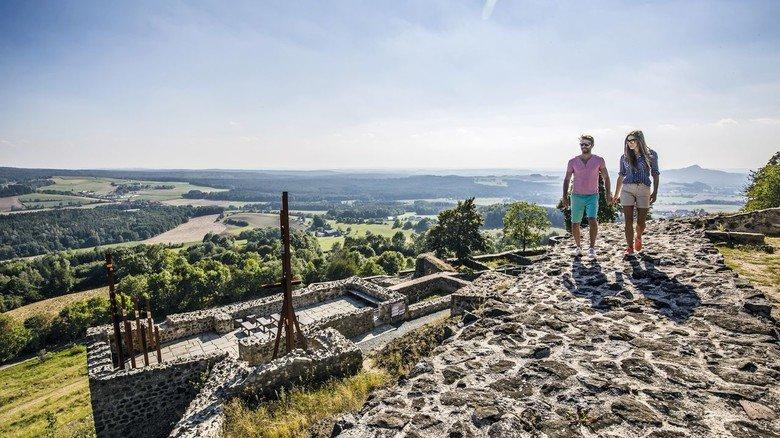 Spitzenplatz: Von der Burgruine Waldeck aus kann der Blick in die Ferne schweifen.