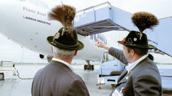 1992: Der neue Flughafen München wird eröffnet. Bayerns gut ausgebaute Verkehrsinfrastruktur hat nun ein echtes Tor zur Welt. Foto: dpa