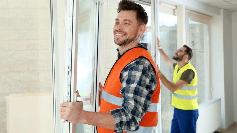 Renovierung von Fenstern: Was dabei zum Gemeinschafts- oder zum Sondereigentum gehört, sollte vorher genau geklärt werden.