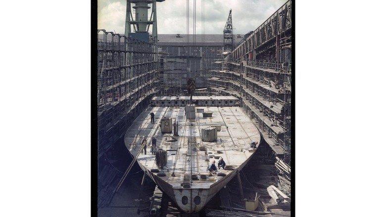 Baufeld: Ganz klassisch auf einer Helling – so wurden auf dem alten Gelände der Werft bis zur Wende vor allem Frachtschiffe gebaut. Anfang der 90er Jahre musste der Betrieb den Schiffsneubau aufgrund  von EU-Vorgaben vorübergehend einstellen.