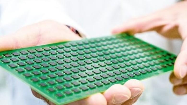 Winzig: In den kleinen Radarchips von Infineon steckt viel Know-how. Foto: Werk
