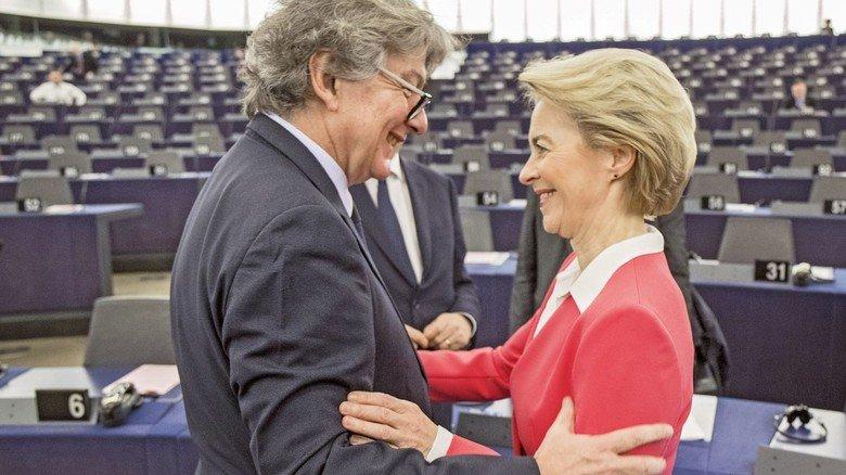 Gutes Verhältnis: Thierry Breton und Ursula von der Leyen im Straßburger EU-Parlament.