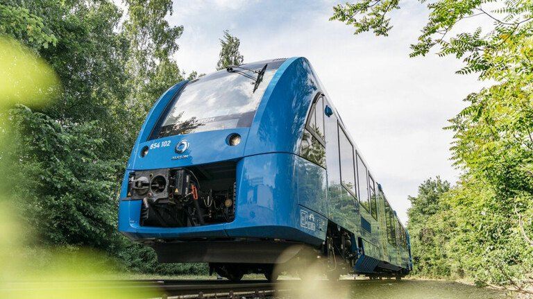 Premiere: Letztes Jahr fuhr der weltweit erste Wasserstoff-Zug von Ludwigshafen nach Mannheim.