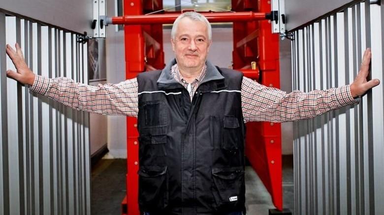 """Betriebsleiter Andreas Janitzky: """"Aluminium schweißen ist eine anspruchsvolle Aufgabe."""" Foto: Nougrigat"""