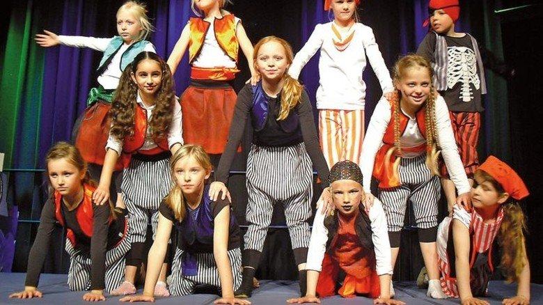 """Bunte Show: Bei den """"Drachen über Lemwerder"""" sind die Piraten los. Foto: Begu-Lemwerder"""