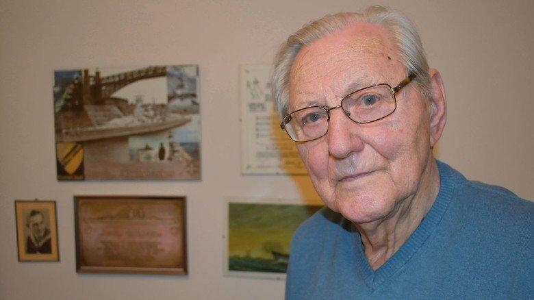 Hundertjährig: Maschinenschlosser Carl-Friedrich Kaehlert kam nach dem Zweiten Weltkrieg nach Rostock und heuerte auf der Neptun Werft an. Er wurde Schiffskonstrukteur und blieb der Firma bis zur Pensionierung 1984 treu. Heute lebt er in einem Seniorenzentrum und verfolgt mit großem Interesse, was sich im Schiffbau tut.