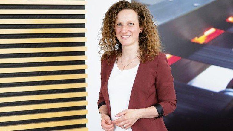 """Befördert: Carolin Cichosz steckt sich im Projekt """"Frauen in Führungspositionen"""" hohe Ziele im Beruf. Foto: Oliver Bodmer"""