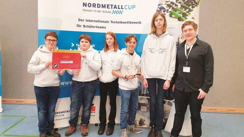 """Auszeichnung: Das """"nordbord""""-Team """"Goldn Pheonx"""" wurde """"bester Newcomer"""" geehrt."""