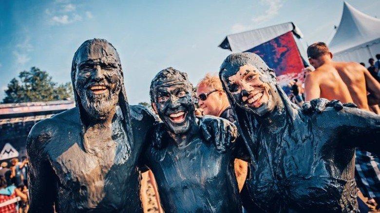 """Schlamm und Kultur: Beim """"Watt en Schlick Fest"""" (3. bis 5.August 2018) in Varel gibt es nicht nur Literatur, Filme, Musik und Theater auf auf vier Bühnen, sondern auch die deutsche Meisterschaft im Schlickrutschen. Foto: Ulf Duda"""