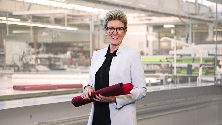 """""""Wir haben etwa 200 unterschiedliche Teilzeitmodelle"""", erklärt Angelique Renkhoff-Mücke, Chefin des Sonnenschutztechnik-Spezialisten aus Unterfranken mit mehr als 2.800 Beschäftigten."""
