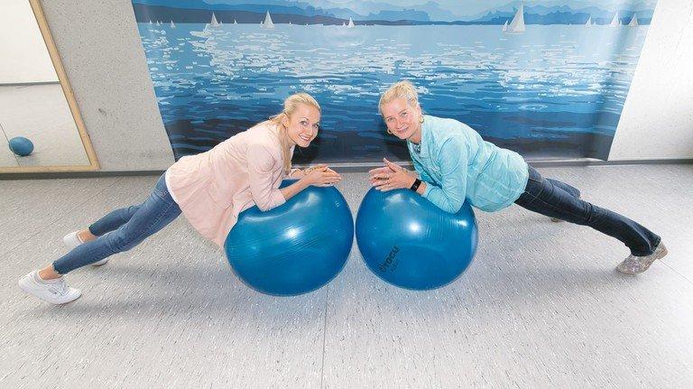 Bei der Maschinenfabrik Heller in Nürtingen hat das Gesundheitsmanagement einen hohen Stellenwert. Constanze Schicht (links) und Birgit Fischer stellen jedes Jahr ein umfangreiches Programm auf die Beine – und probieren auch gern Neues aus.