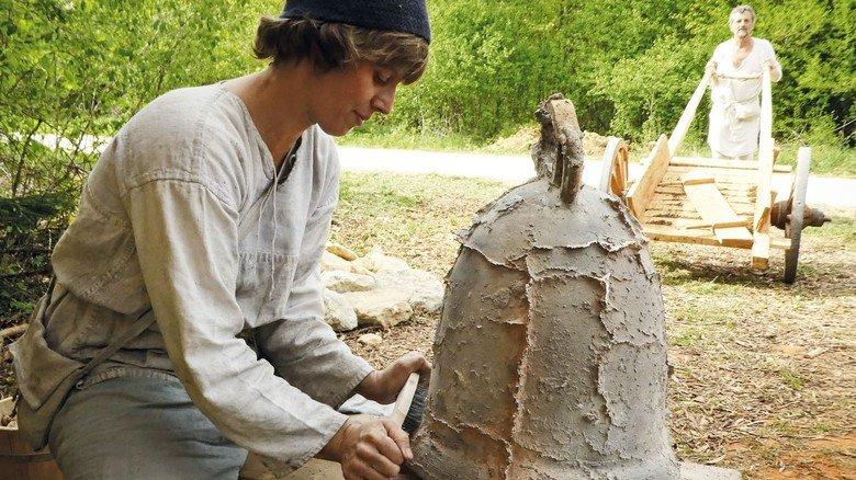 Campus Galli: So entstand im Mittelalter eine Glocke.