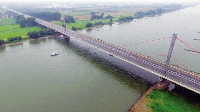 Von wegen alles im Fluss! Die Leverkusener Rheinbrücke muss einem Neubau weichen. Foto: dpa