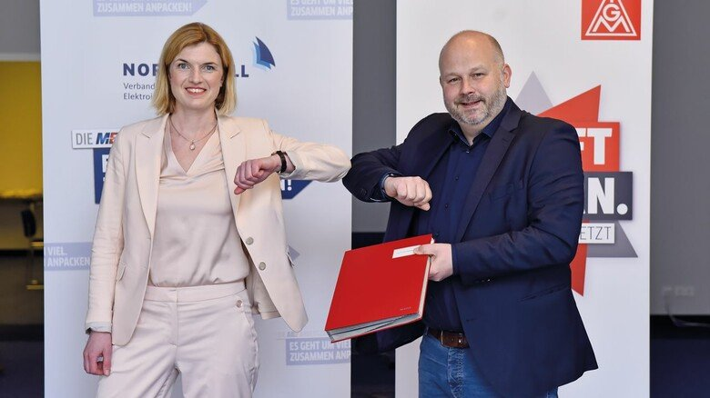 Geschafft: Lena Ströbele und Daniel Friedrich nach dem Abschluss der Übernahmeverhandlung am 16. April 2021 in Hamburg.