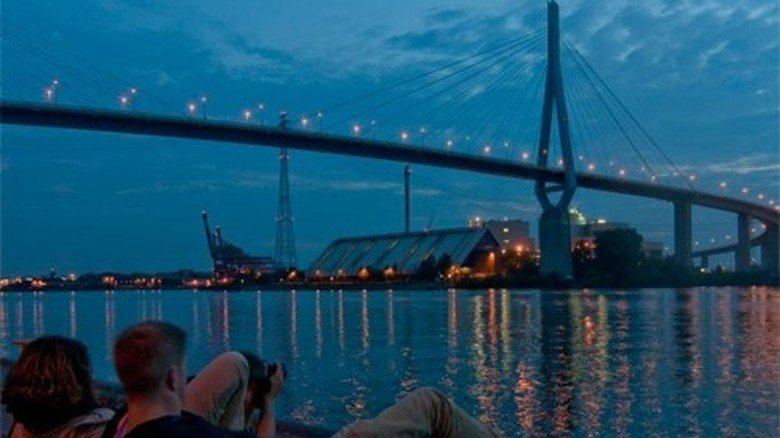 Alt: Die 1974 eingeweihte Köhlbrandbrücke. Foto: dpa