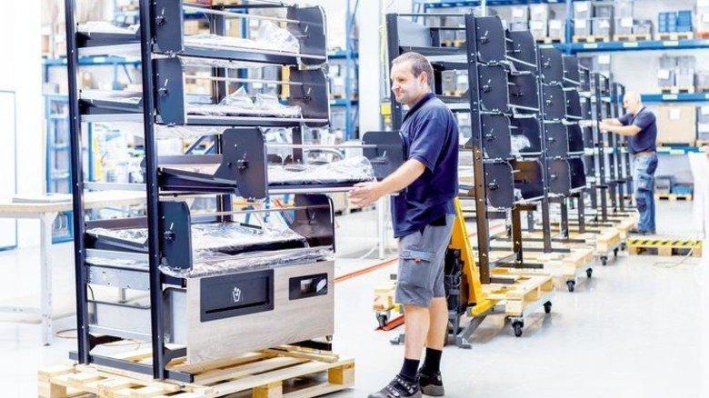 Modularer Bau: Die Regale für Brötchen und Co. bestehen aus vier gestapelten Ebenen. Foto: Werk