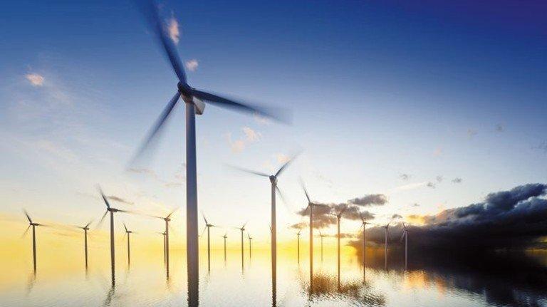 Offshore-Windenergie: Die Räder auf hoher See stabilisieren bald die Stromversorgung. Foto: Adobe Stock