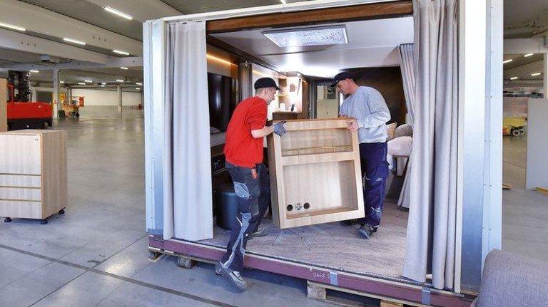 Höchste Effizienz: Die Möblierung der Kabinen ist so konzipiert, dass sie schnell eingebaut und bei Bedarf auch ohne großen Aufwand ausgetauscht werden kann. Foto: Augustin