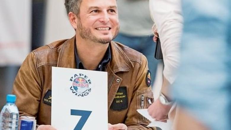 "Red-Bull-Pilot: Philipp Haidbauer saß in der ""Paper Wings""-Jury. Foto: Straßmeier"