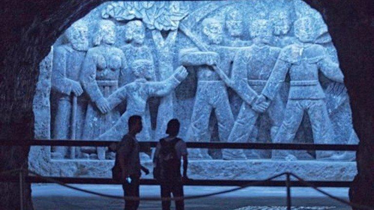 Kunstwerke: Aus Salz gehauene Reliefs im Besucherbergwerk Bad Friedrichshall-Kochendorf. Foto: Südwestdeutsche Salzwerke AG