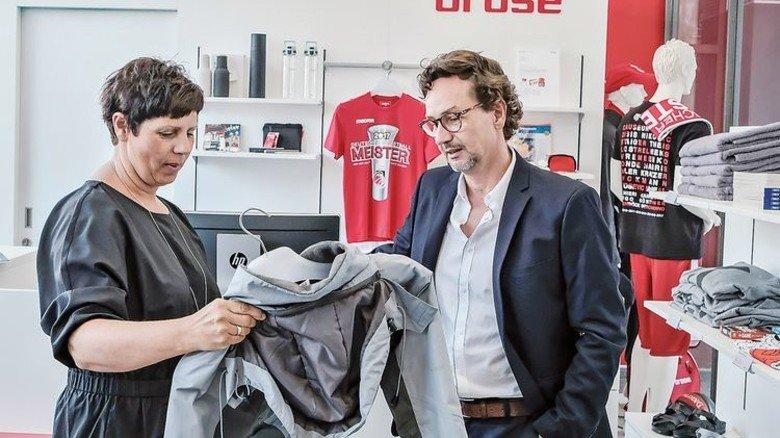 Topschick: Im Shop können Mitarbeiter günstig Sportbekleidung kaufen. Foto: Roth