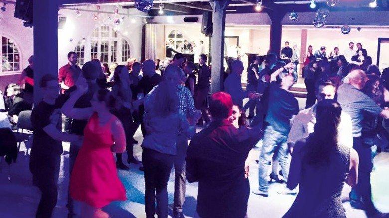 Salsa-Party: Bei der Tanzschule Burger-Schäfer in Stuttgart. Foto: Veranstalter