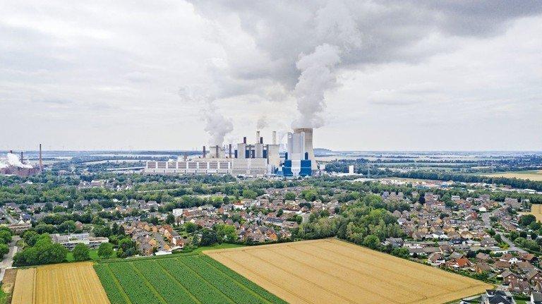 Eine Ära geht zu Ende: Bis 2038 werden die Blöcke des Braunkohlekraftwerks Niederaußem Schritt für Schritt abgeschaltet.