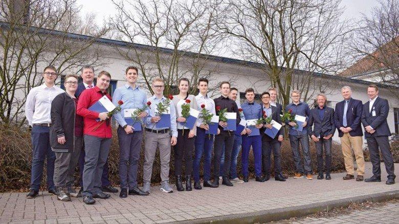 Nachwuchs: Die fertigen Azubis des PAG-Werks in Nordenham. Foto: Werk
