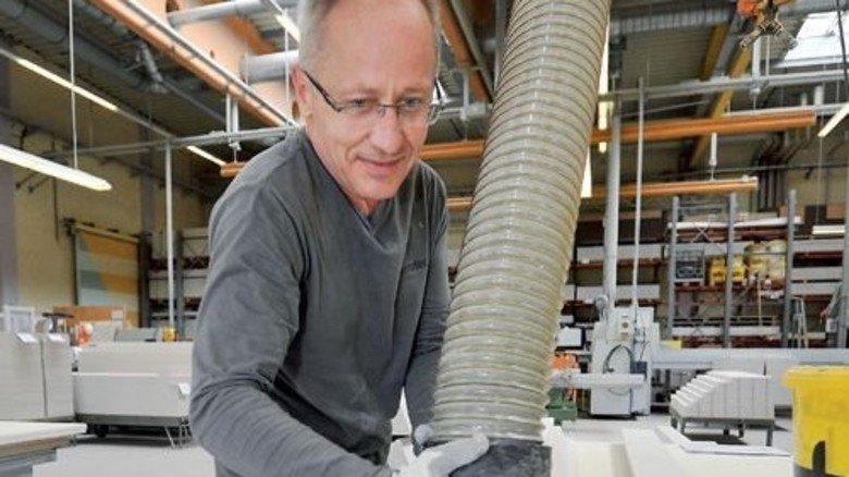 Gutes Profil: Die Platten lassen sich wie Holz bearbeiten. Foto: Sigwart
