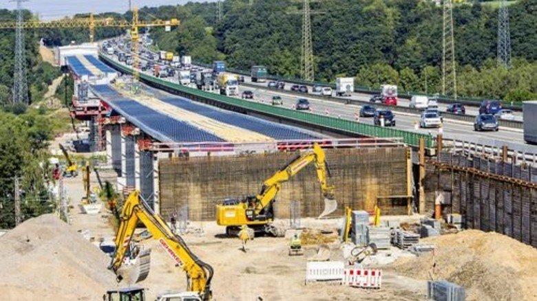 Neubau einer Brücke der A45 bei Hagen: 2.500 Fernstraßenüberführungen in Deutschland sind dringend reparaturbedürftig. Foto: Imago