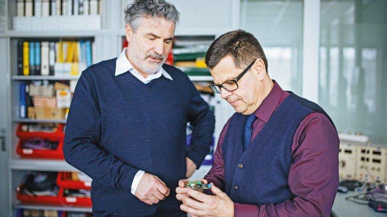 Erfinder Werner Frey (links) mit Messtechnik-Vertriebschef Thomas Maier.