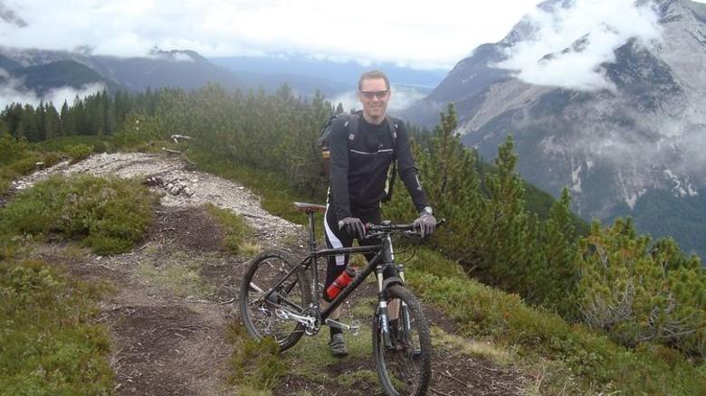 Biken statt Chillen: Der Bremer in den Alpen. Foto: Privat