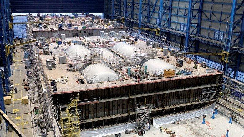 Neptun Werft: In dem Rostocker Unternehmen läuft der Betrieb unter stark eingeschränkten Bedingungen weiter.