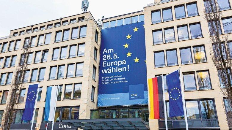 Bekenntnis zu Europa: Der riesige Wahlaufruf am Haus der Bayerischen Wirtschaft in München.