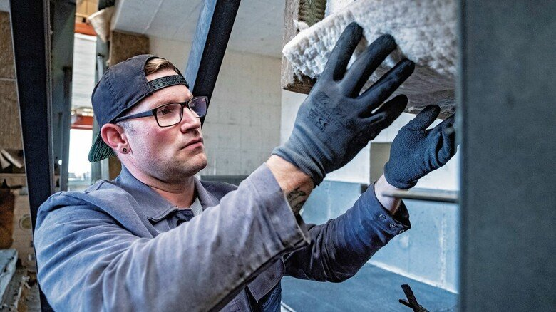 Anpacken: Neue Öfen bauen und alte warten – Nico Nolzen hat seinen Platz gefunden, bei der Hagener Anlagenbaufirma Schlager.