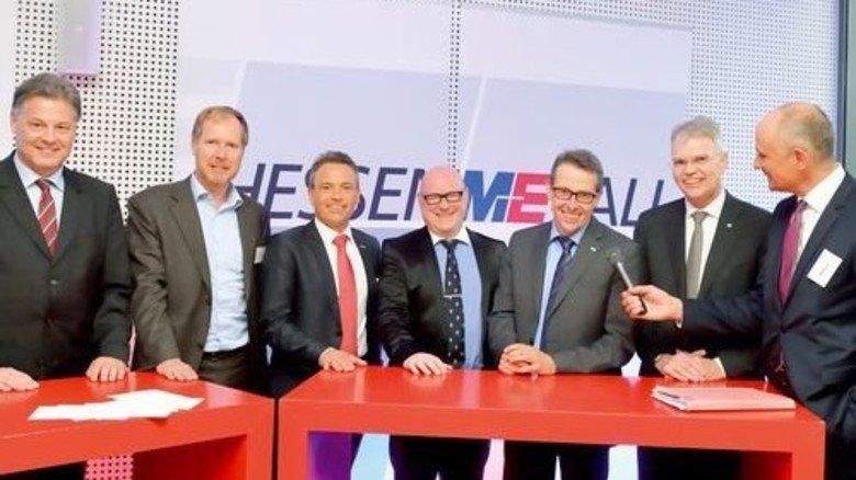 Talkgäste: Andreas Fiedler, Marc Irmisch, Carsten Rahier, Wilfried Neuschäfer, Gerd Ohl und Ulrich Schumacher mit Moderator Ingo Nathusius (von links). Foto: Scheffler