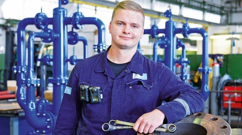 Spaß an der Arbeit: Matthias Winter hat sich für einen handwerklichen Beruf entschieden und ist jetzt Spezialist für Pumpen.