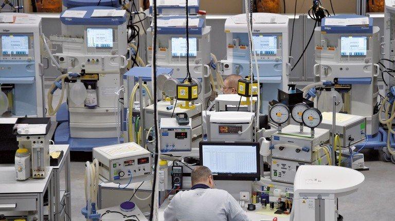 Produktion bei Dräger: In Rekordzeit werden hier Tausende Beatmungsgeräte für deutsche Krankenhäuser hergestellt.