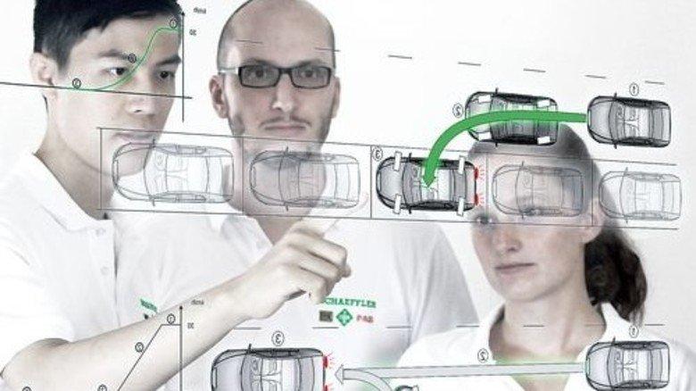 Tüftler: Projektleiter Marcel Mayer (Mitte) mit seinem Team. Foto: Werk