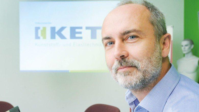 """""""Silikon lässt sich praktisch für fast jede Anwendung maßschneidern"""", sagt Geschäftsführer Gunter Böttcher. Er ist fasziniert von dem Werkstoff."""