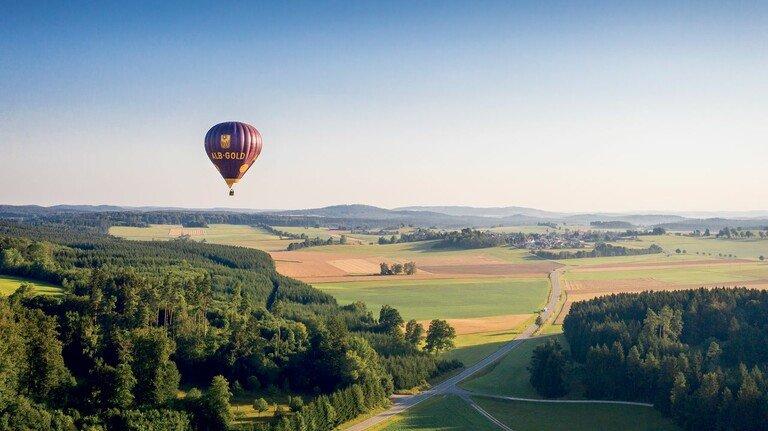 Einladung zur Entschleunigung: Mit dem Ballon über die Schwäbische Alb bei Münsingen.